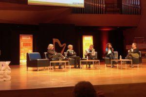 Olga Crepet, Manager de Centre-Ville à Istres, présente la démarche collective et l'application Istres Commerces